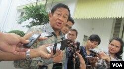Ketua Komite Ad-Hoc Reformasi PSSI Agum Gumelar di kompleks Istana Kepresidenan Rabu 24 Februari 2016 (VOA/Andylala).