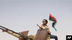가다피 요새로 향하는 혁명군