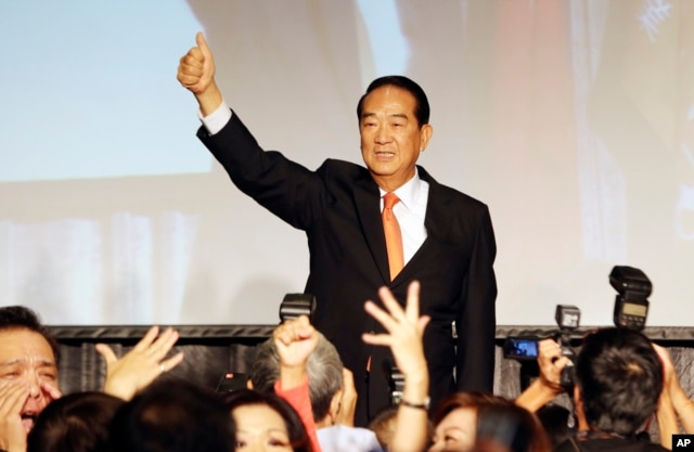 Taiwan's People First Party Chairman James Soong gives a thumbs-up to supporters as he announces his candidacy in the January 2016 presidential election, in Taipei, Taiwan, Thursday, Aug. 6, 2015.