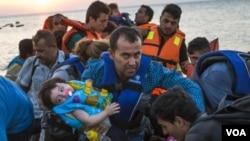 """""""با اطفال مهاجر و بی سرپناه در یونان، به مثابه مجرم برخورد میشود"""""""