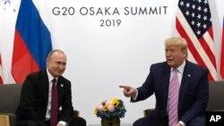 Tổng thống Mỹ Donald Trump và Tổng thống Nga Vladimir Putin trong một cuộc hội đàm song phương bên lề hội nghị G20 ở Osaka, Nhật Bản, ngày 28 tháng 9, 2019.