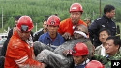 Rescuers carry a survivor out of a flooded pit at Hengtai Coal Mine in Qitaihe, Heilongjiang province, August 30, 2011