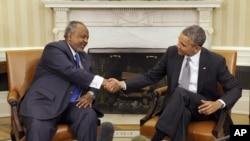奧巴馬總統(右)在白宮接見吉布提總統蓋萊(左)