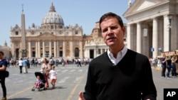 Juan Carlos Cruz, una de las víctimas chilenas de abuso sexual a manos de un prelado católico habla con The Associated Press en El Vaticano, donde el Papa Francisco ha prometido reunirse con él y otras víctimas del escándalo.