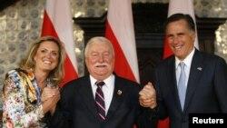 Mit Romni sa suprugom i bivšim predsednikom Poljske Lehom Valensom