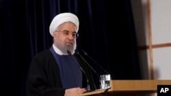 Sur cette photo publiée par le site officiel du bureau de la présidence iranienne , Hassan Rohani président de l'Iran s'addresse aux fonctionnaires électoraux à Téhéran , le 21 janvier 2016 .