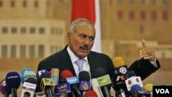 Ali Abdullah Saleh, yang berkuasa sejak tahun 1978, mengatakan akan bertahan sebagai presiden sampai masa jabatan 7 tahunnya berakhir tahun 2013.
