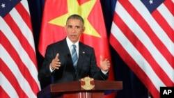باراک اوباما در بازدید از ویتنام در یک نشست خبری مرگ رهبر طالبان را تایید کرد.