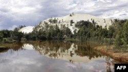 Nước thải từ mỏ vàng tại Randfontein, phía tây Johannesburg, Nam Phi