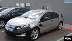 Badan Keselamatan Kendaraan Federal AS tengah memeriksa penyebab terjadinya kebakaran terkait batere pada mobil Chevrolet Volt (foto: dok).