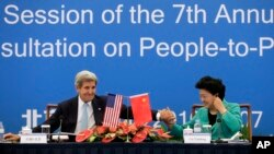 美国国务卿克里和中国国务院副总理刘延东出席第七轮美中人文交流高层磋商全会。(2016年6月7日)