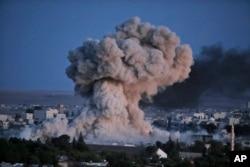 美军为主的联军在叙利亚的科巴尼的空袭造成的硝烟)2014年10月20日)