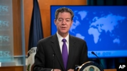 Ambassador-at-Large for International Religious Freedom Sam Brownback unveils the annual U.S. religious freedom report at the State Department. (May 29, 2018.)