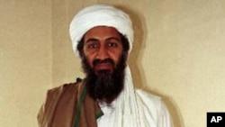 Al-Qaida leader Osama bin Laden in Afghanistan (1998 file photo)