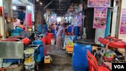 Empty vending stalls in Canadia Industrial Park Market, Veng Sreng Boulevard in Phnom Penh, Cambodia, Thursday, March 5, 2020. (Nem Sopheakpanha/VOA Khmer)