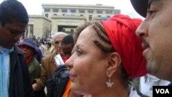 """Senadora Piedad Córdoba junto a su equipo de """"poder ciudadano"""" marchando por las calles de Bogotá el día del trabajo."""