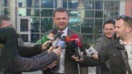 Deputetët e arrestuar merren në pyetje