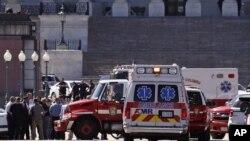 28일 미국 워싱턴 의회 방문객센터에서 총격 사건이 발생해 경찰과 구급차가 출동했다.