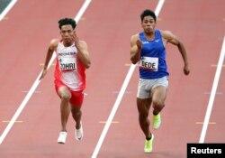Bruno Dede dari Jepang dan Lalu Muhammad Zohri dari Indonesia in action during the men's 100m World Athletics Continental Tour Gold, Tokyo, Jepang, 9 Mei 2021
