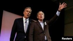 Los hermanos Bush aparecieron juntos durante un mitin en Charleston, Carolina del Sur.