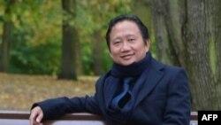 """Bài viết trên tờ báo chính thống của nhà nước Việt Nam, Tuần Văn nghệ TPHCM, cho rằng """"không có việc bắt cóc"""" Trịnh Xuân Thanh vì """"không ai có thể rời khỏi châu Âu nếu không tự nguyện."""""""
