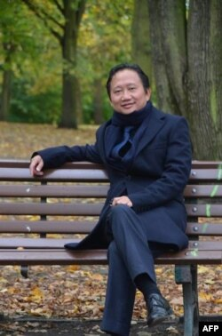 Vietnamese national Trinh Xuan Thanh sitting on a park bench in Berlin. Germany accused Hanoi, Aug. 2, 2017, of kidnapping Trinh Xuan Thanh, who was seeking asylum in Germany. Berlin furiously summoned Vietnam's ambassador and expelled one of the southeast Asian nation's spies.