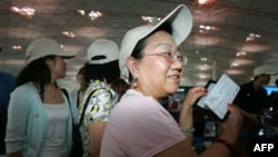 Du khách Trung Quốc lên đường đi du lịch nước ngoài tại phi trường Bắc Kinh