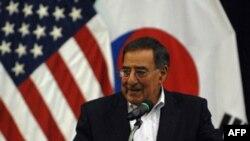 Bộ trưởng Leon Panetta cám ơn các binh sĩ trong khi ông đến thăm Nam Triều Tiên