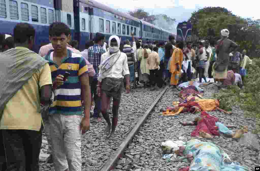 Bodies of victims lie beside a rail track after a train ran over a group of Hindu pilgrims at a crowded station in Dhamara Ghat, Bihar state, India, August 19, 2013.