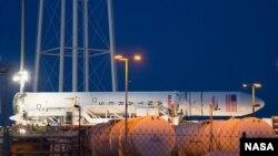 Rocket Antares cao 40 mét, một hỏa tiễn hai tầng, được xây dựng với các hệ thống rocket Hoa Kỳ và Nga tái cấu trúc bởi Công ty Khoa Học Quỹ đạo. Ảnh: NASA/Wallops/Brea Reeves