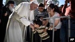 El pontífice pidió ser realmente solidarios con quien se ve obligado a huir de su propia tierra.