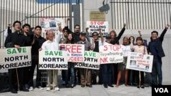 지난 2011년 9월 미국 워싱턴 주재 중국대사관 앞에서 중국 정부의 탈북자 강제북송 중단을 촉구하는 시위가 열렸다. (자료사진)