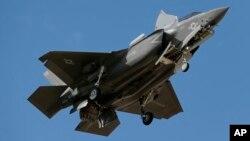 Một máy bay F-35 hạ cánh tại căn cứ Luke ở Arizona (ảnh tư liệu, tháng 10/2013)