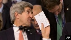 El secretario de Estado, John Kerry, considera que hay poco de que hablar con Rusia, si Moscú no acepta las propuestas para desactivar la crisis en Ucrania.