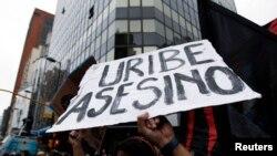Abogado asegura que acusaciones son falsas y que testigos son protegidos de detractores del expresidente Alvaro Uribe.