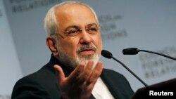 عکس آرشیوی از سخنرانی محمدجواد ظریف وزیر امور خارجه ایران در شورای روابط خارجی در نیویورک – ۲۶ شهریور ۱۳۹۳