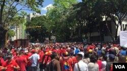 Une marche de soutien au président Maduro à Caracas au Venezuela le 06 août 2018. Photo: Alvaro Algarra, VOA.