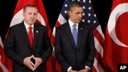 美國總統奧巴馬和土耳其總理埃爾多安2012年3月25日曾經在韓國首都首爾得國際性會議上會面。