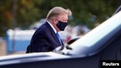 Predsjednik Trump po dolasku u vojnu bolnicu Walter Reed.