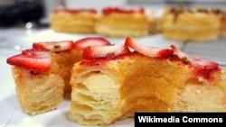Cronut, kue pastry persilangan antara croissant dan donat.