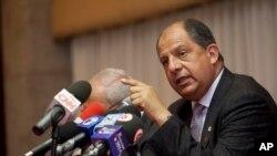El presidente de Costa Rica, Luis Guillermo Solís, espera que la compra de los tanques no signifique el inicio de una carrera armamentista en la región.