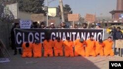 مظاهره کوونکي په کابل کې د امریکا سفارت مخې ته ټول شوي وو.