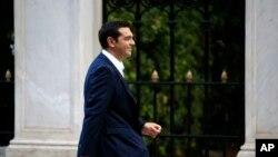 Alexis Tsipras, pemimpin Partai Syriza di Yunani, tiba di istana kepresidenan di Athena 21 September 2015.