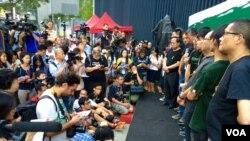 Líderes del movimiento pro-democracia durante una conferencia de prensa en que anunciaron el incremento de la desobediencia civil en Hong Kong.