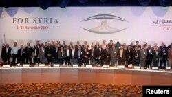 Para anggota Koalisi Nasional Suriah (SNC) saat mengadakan pertemuan di Doha, Qatar (foto: dok). SNC dituduh gagal mewakili aspirasi kelompok pemberontak anti Presiden Assad.