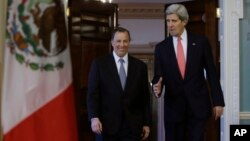 Kerry y el canciller mexicano, José Antonio Meade, durante un encuentro en Washington en enero último.