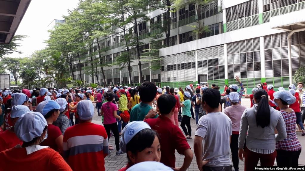 Hình ảnh được nói là chụp công nhân Công ty Pouyuen - Tân Tạo ở TP. HCM đang đình công để phản đối dự luật đặc khu kinh tế, ngày 9 tháng 6, 2018. (Facebook - Phong trào Lao động Việt)