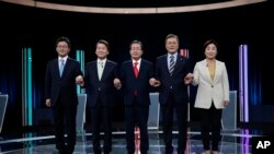 South Korean presidential election candidates (from left) Yoo Seung-min of the Bareun Party, Ahn Cheol-soo of the People's Party, Hong Joon-pyo of the Liberty Korea Party, Moon Jae-in of the Democratic Party of Korea and Sim Sang-jung of the Justice Party.