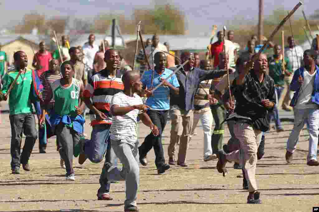 Miners march to Lonmin Platinum Mine near Rustenburg, South Africa, September 10, 2012.
