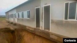 Escola do Kindondo ameaçada por ravina no Quimbele, Uíge.